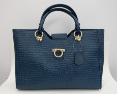 Rectangle tote with front flap and buckle (Navy).